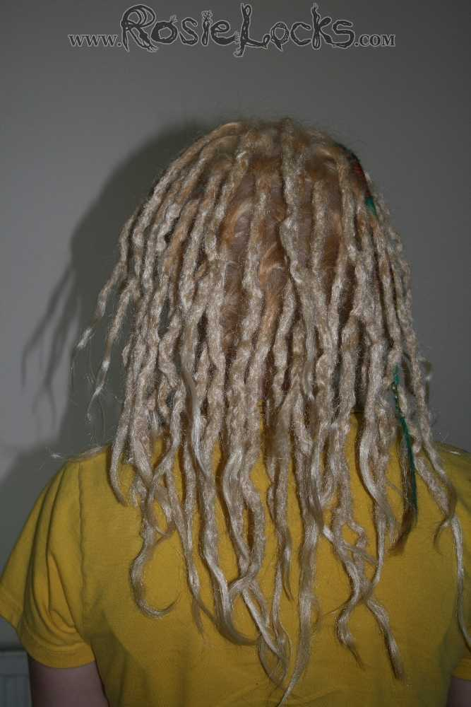 Crocheting Dreads : Synthetic crocheted dreads